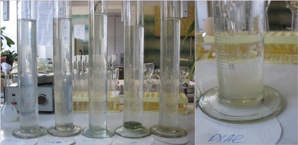 Цилиндры с натурной водой и комбинациями коагулянтов и флокулянтов изображение